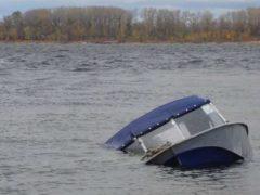 На Херсонщине ищут двух пропавших рыбаков, их лодка перевернулась